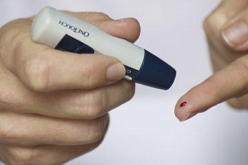 เวลาไปตรวจเลือดหาการติดเชื้อเอชไอวีจะเป็นความลับไหม แล้วผลเลือดที่ออกมาจะมีใครรู้หรือเปล่า?